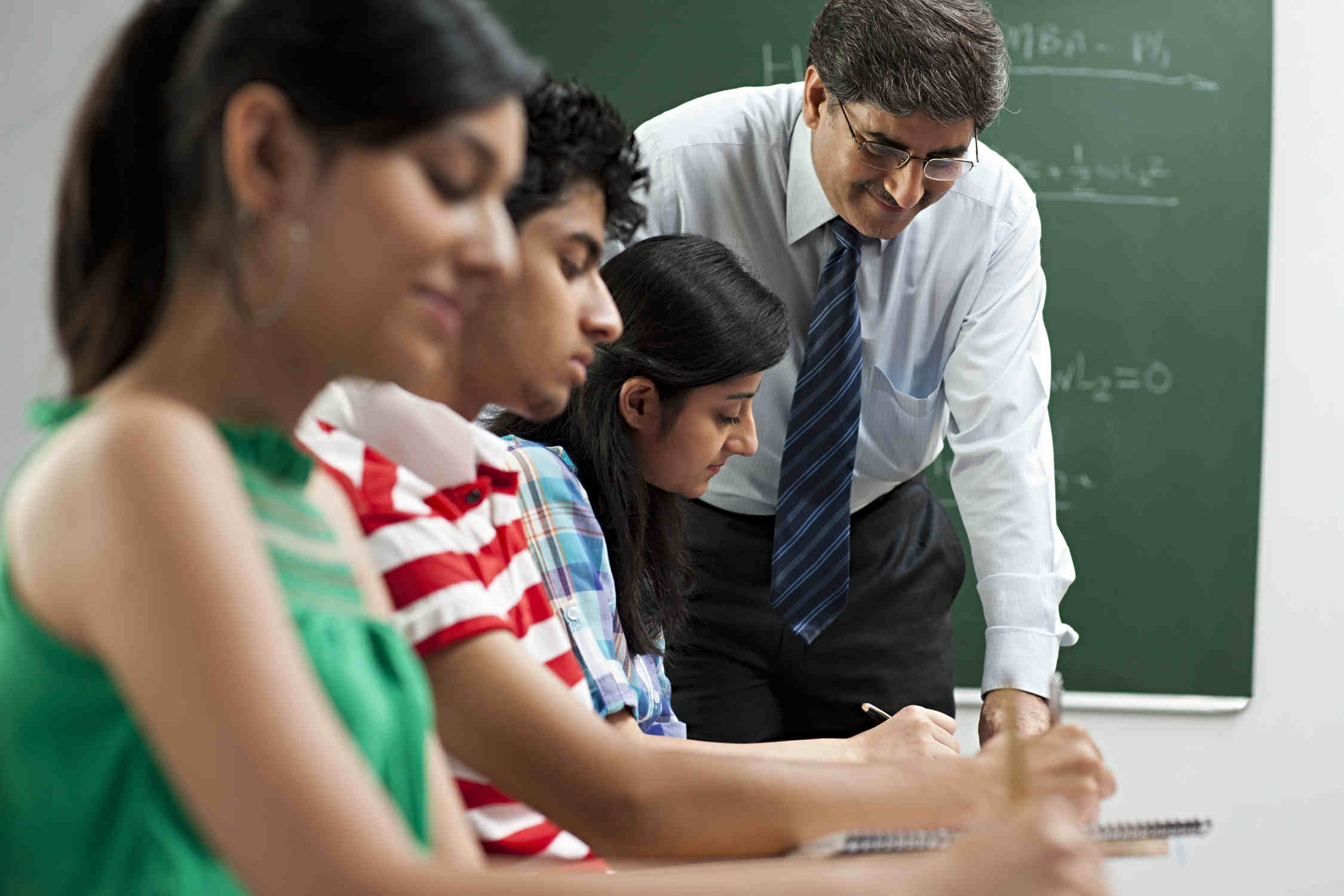 Rao IIT Academy's expert and experienced faculties